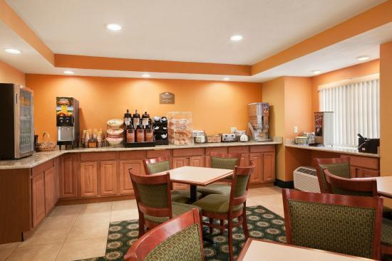 Microtel Inn by Wyndham Albany Airport: Breakfast room