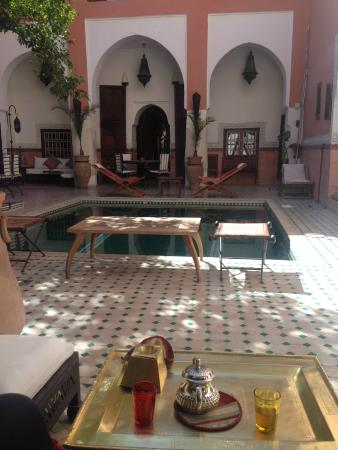 Riad Barroko: Thé d'accueil et terrasse/piscine