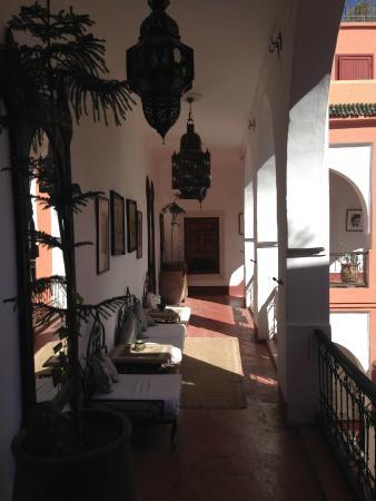 Riad Barroko: Couloir entre les chambres