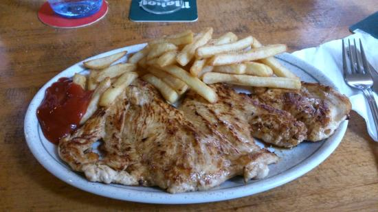 GULLIVER Cafe Bar : Chicken with fries, sweet!