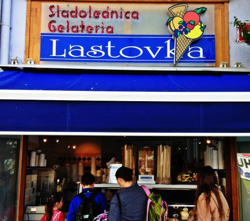 Sladolednica Lastovka : Fachada da sorveteria