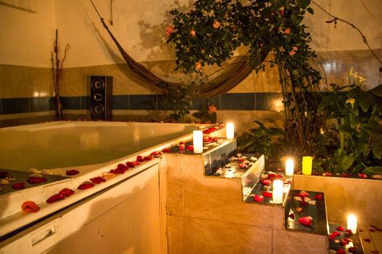 Women's Wellness Hostel: the jacuzzi on spa night