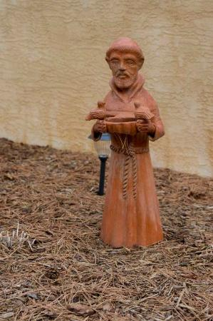 Adobe Inn at Cascade: St Francis of the Front Yard