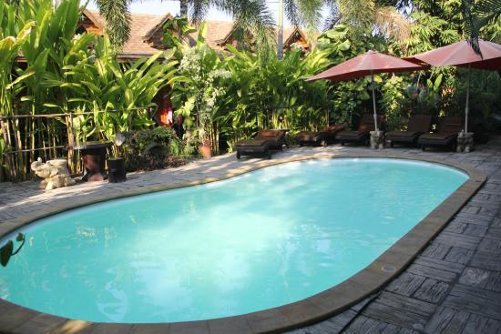 Log Home Boutique Hotel: piscine