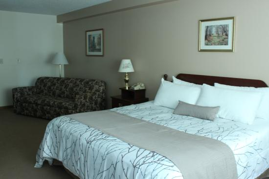 White Pine Lodge: King Suite