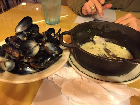 Dragonfly and Curacao Blues: Mussels were so good I ate them all up!