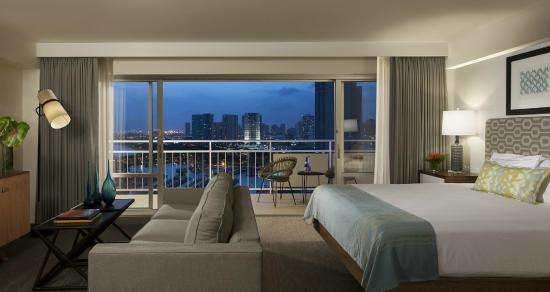 Ilikai Hotel & Luxury Suites: Luxury Sunset Ocean View Room