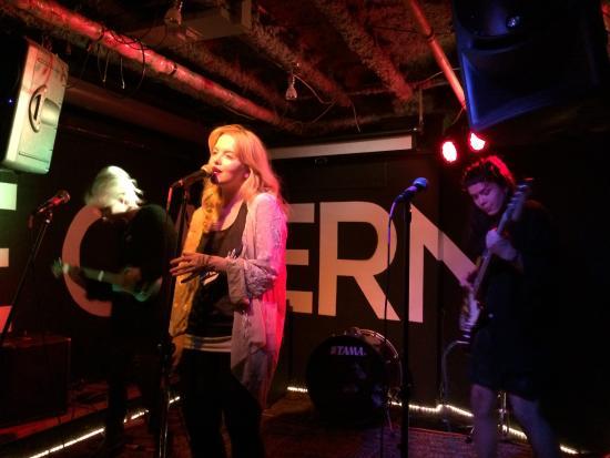 Hostelling International Toronto: Noite de rock no Hi Toronto