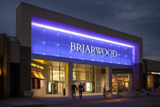 Briarwood Mall Stores and Hours Briarwood is a one-level mall featuring over of the best stores including Macy's, jcpenney, Von Maur, Sears, Apple, Coach, LOFT, Sephora, Brighton Collectibles, L'Occitane and Victoria's Secret offering the lastest fashions, gifts, .