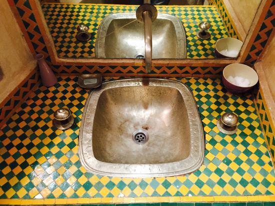 Riad Kenzo : Decori tradizionali del bagno