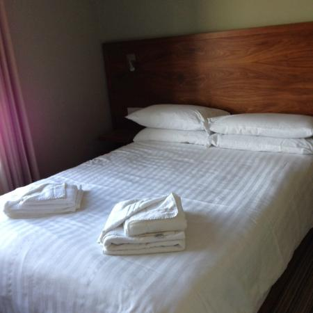 Bawn Lodge: Bed