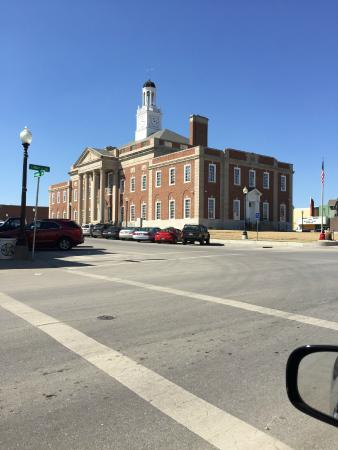 The Truman Courthouse: Old Jackson County Courthouse - On the Square