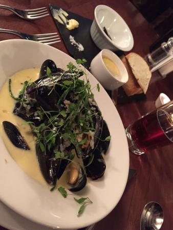 The Chequers: Mussels to start - Beautiful!