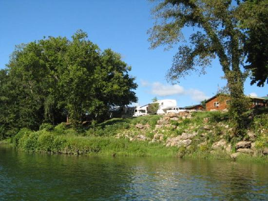 White Buffalo Resort: Riverfront RV Park