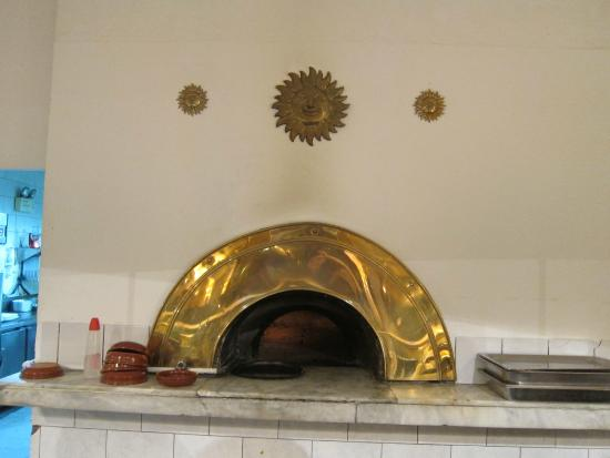 Caffe Caruso: The stove to bake pizza