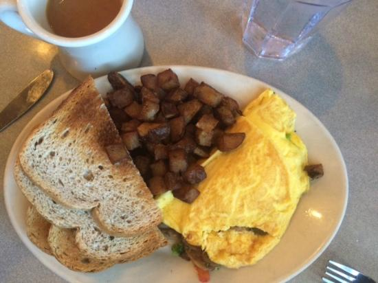 Elmo's Diner : Farmer's omelet with mushrooms, broccoli and cheddar cheese