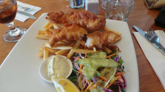 L'Hotel Akaroa: Fish and chips at L'Hotel