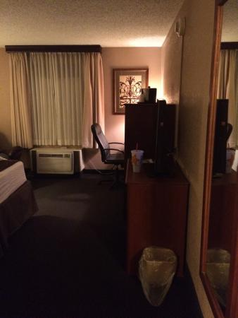 Baymont Inn & Suites Mandan Bismarck Area: Spacious room