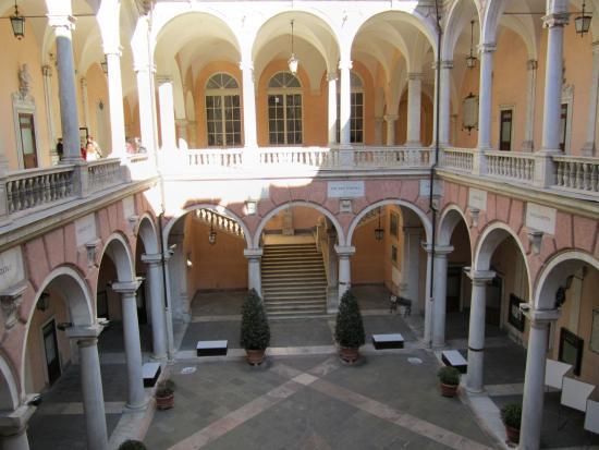 Binnenplaats Palazzo Doria-Tursi - Picture of Palazzo Doria-Tursi ...