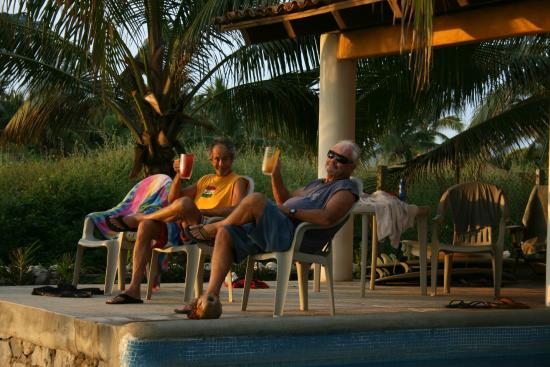 La Salada, Mexico: Sunset means it is time for some classic stories, jokes and of course...Corkaritas for all