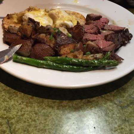 Bella's Cafe: Steaks and eggs