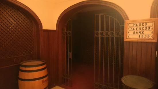 Hotel Austral Bahia Blanca: Entrance to the dungeons