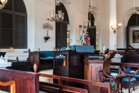 Beracha Veshalom Vegimulth Hasidim Synagogue : Interior