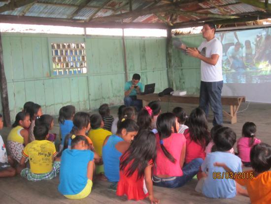 Centro de Rescate Amazonico: Realizando educación ambiental con niños en comunidades del Río Tahuayo / Making environmental e
