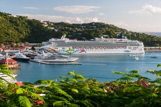 South Coast, Saint Thomas: Cruise Ship at West Indian Dock