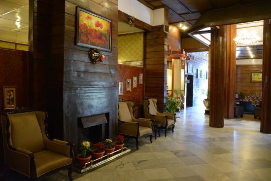 Pinewood Hotel: Lobby