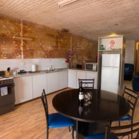 Desert View Apartments: Fully self-contained kitchen