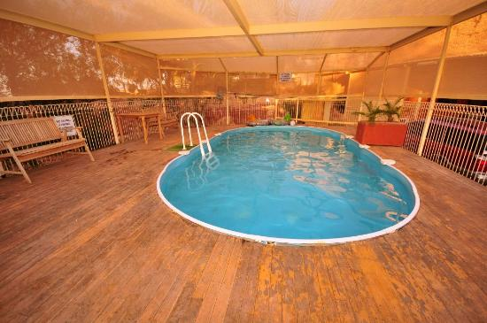 Desert View Apartments: Swimming pool