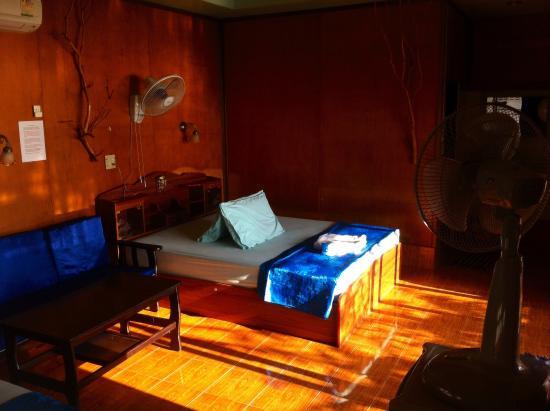 Queen Resort Koh Tao: Inside my bungalow ! Very good..