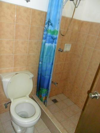 Mendelluke's Suites: bathroom