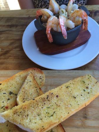 Hog's Breath Cafe: Garlic & Herb Bread & Oven Prawns