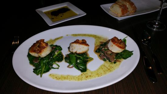 La Cave Wine Bar And Boutique: Seared Scallops from their Dinner Menu.