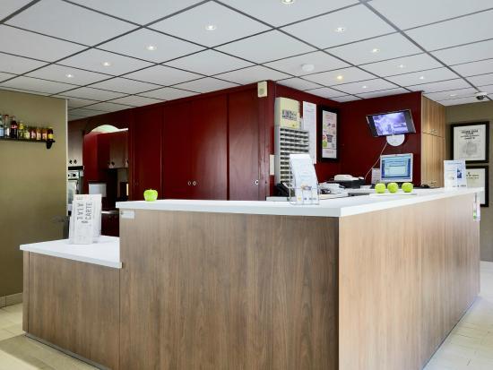 campanile l 39 isle d 39 abeau hotel l 39 isle d 39 abeau france voir les tarifs et 103 avis. Black Bedroom Furniture Sets. Home Design Ideas