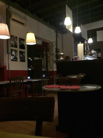 Cantina Scoffone : Tavoli e l'ingresso