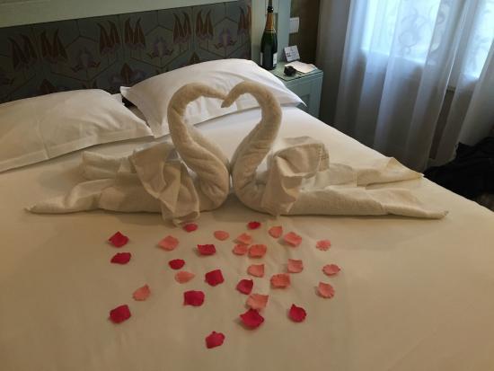 Hotel Eiffel Seine : Valentines Day decoration :)