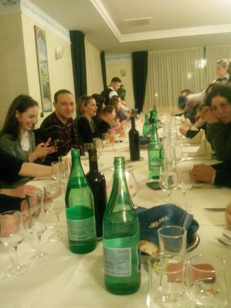 Paduli, Italia: Grande tavolata in ampia sala_2
