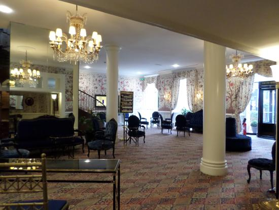 Grand Hotel de l'Opera: Inside the entrance of the hotel