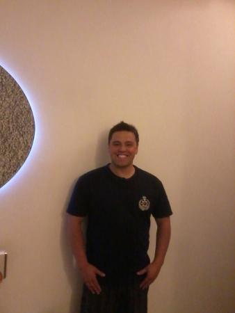 Hotel Ishan Villa: guest in happy mood in room