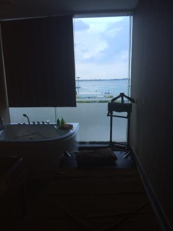 Eska Wellness Spa Massage and Salon: Room with a wonderful view of the sea!?