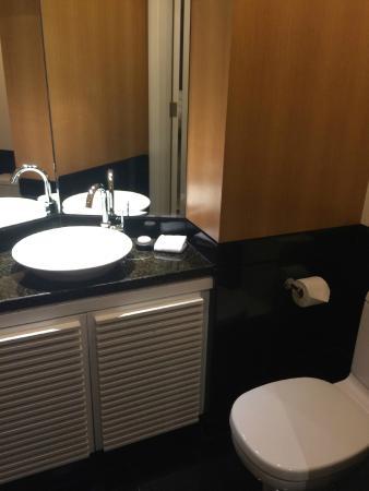 E O Residences Kuala Lumpur 1 Bedroom Small Toilet Area Next To The Entrance
