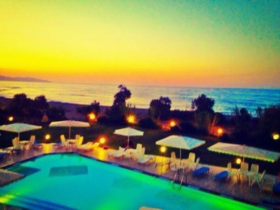 Ma-tzi Apartments: Sunset