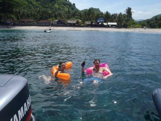 Bali Boat Trip : beer chillin