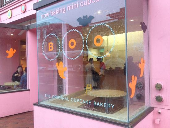 Sprinkles cupcakes: Store front