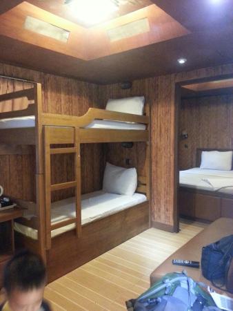 Cisarua, Indonesia: Nite in caravan...