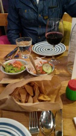 Patrona: Nachos and salsas