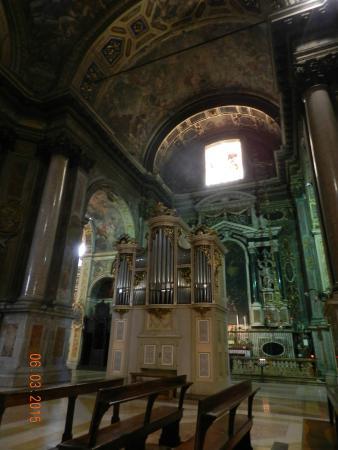 Chiesa di Sant'Alessandro in Zebedia : Орган.
